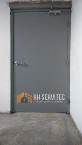 Instalación de puertas cortafuego